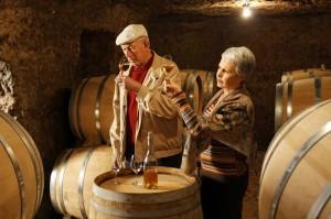 degustation dans une cave a husseau 300x199 Sarabın Efsanevi Tarihçesi