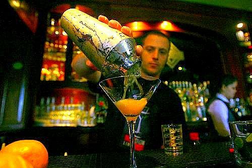 lima bar show 20101 Bar ve Barda Kokteyl Yapımı